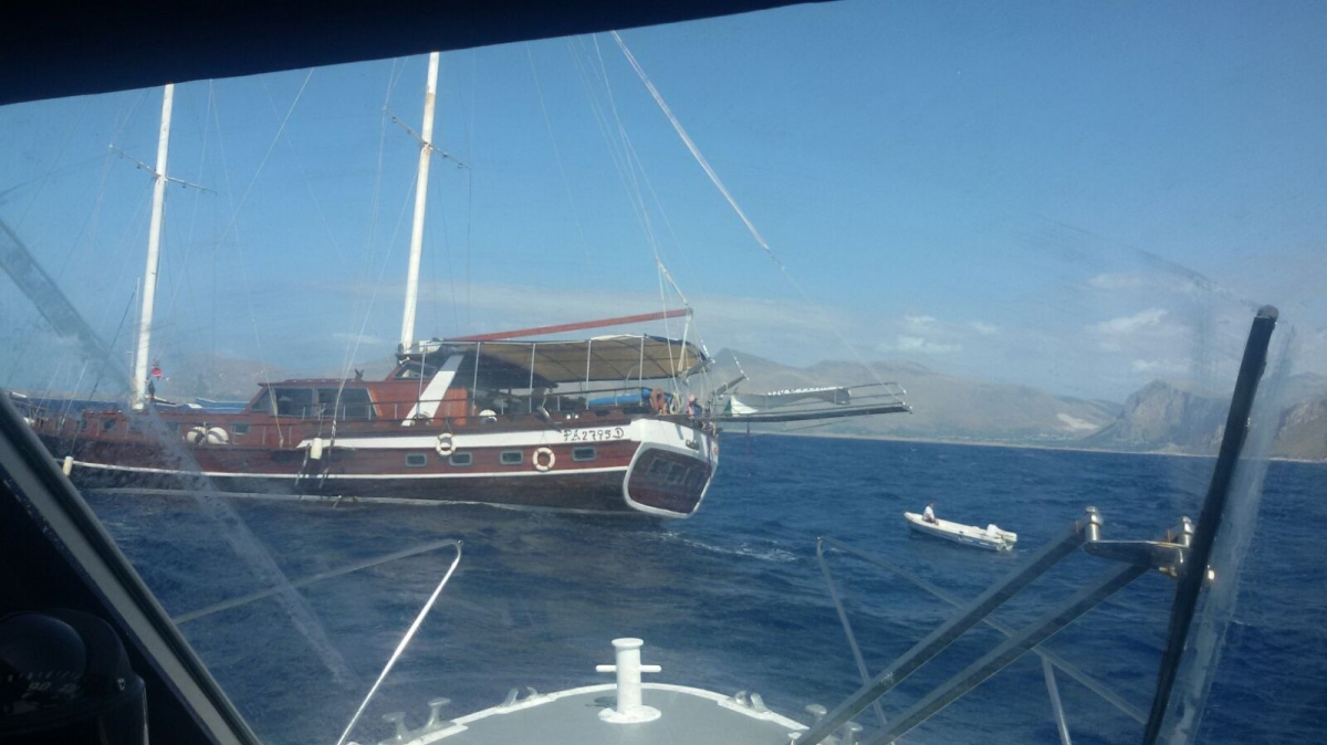 Affonda una barca a vela, salve undici persone. Intervenuta la Capitaneria di Porto